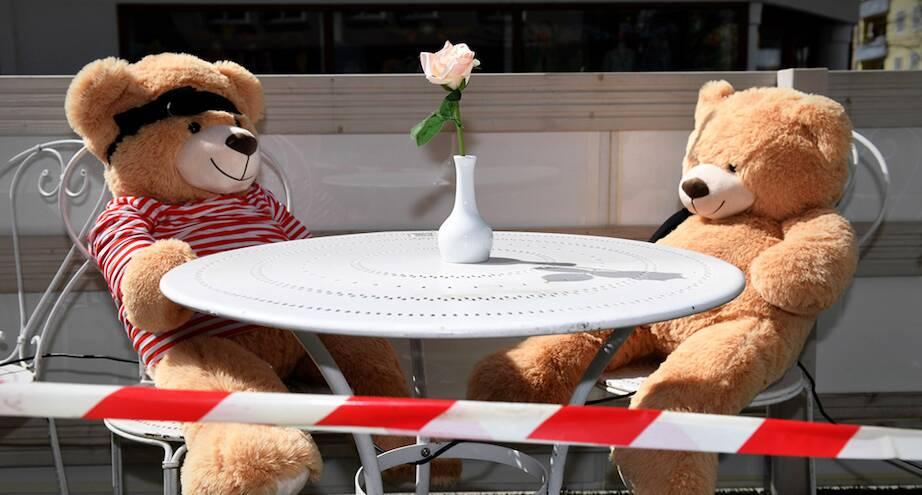 Фото дня: плюшевые посетители баварского кафе
