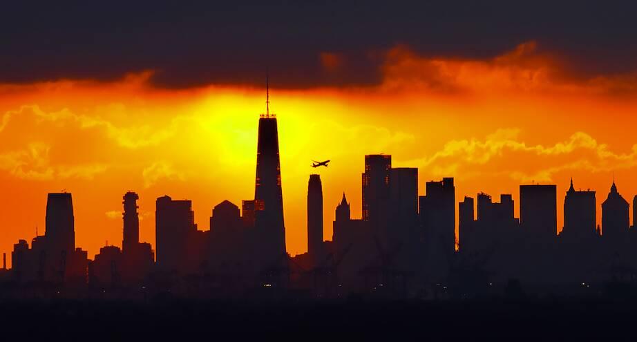 Фото дня: восход над Манхэттеном