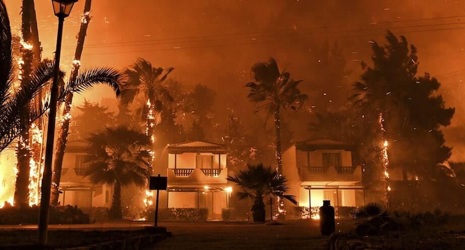 Фото дня: лесные пожары в Греции