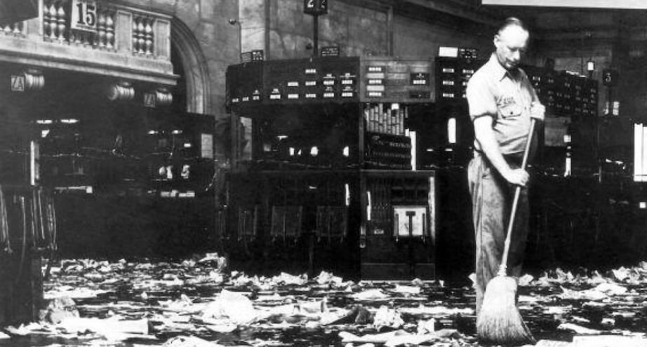 Фото дня: когда акции превратились в мусор