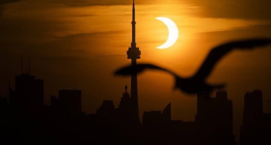 Фото дня: затмение в Торонто