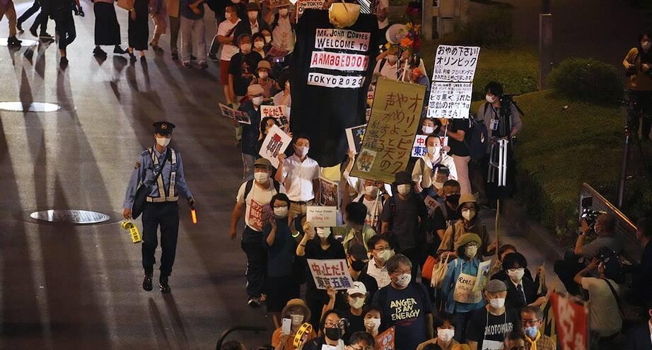 Фото дня: токийцы не хотят Олимпийских игр