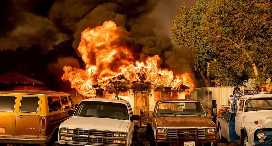 Фото дня: лесные пожары в Калифорнии