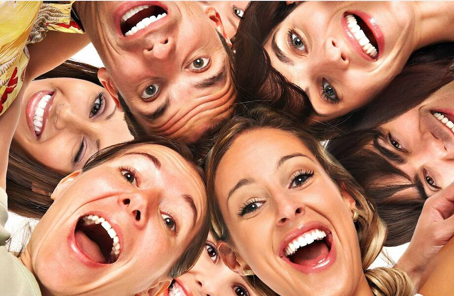 Как закадровый смех придумали в древности, и почему он так нас раздражает