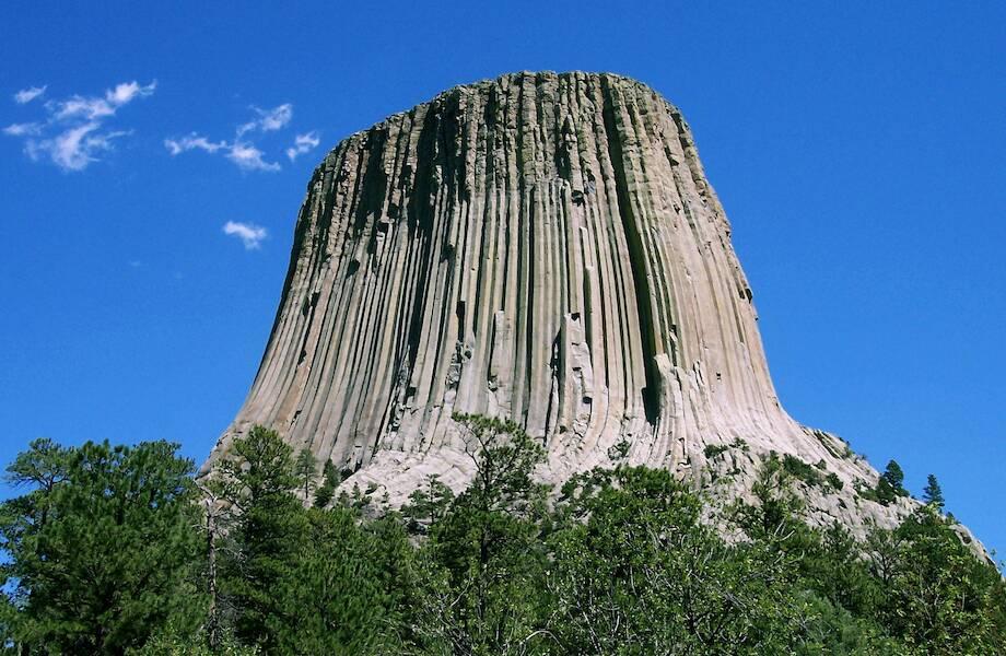 Ученые считают, что раскрыли тайну Башни Дьявола в США: какую тайну хранит эта скала