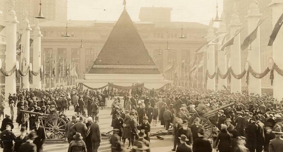 Фото дня: пирамида из немецких шлемов, 1919 год