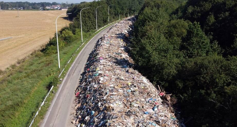 Фото дня: мусор вдоль заброшенного шоссе рядом с бельгийским городом Льеж